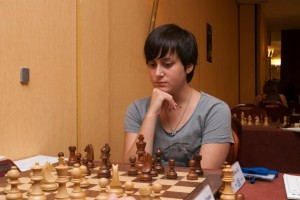 Zoi Iordanidou is the top placed local player, just 1/2 points behind the leaders
